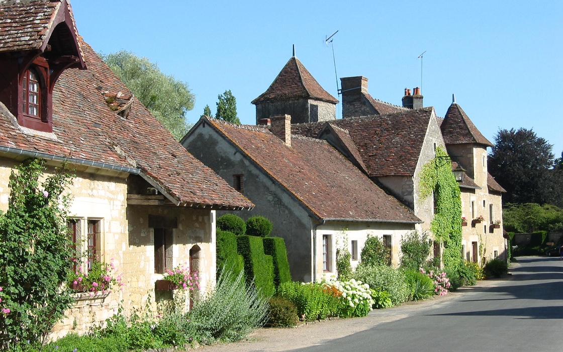 Village Apremont sur Allier © PLVA